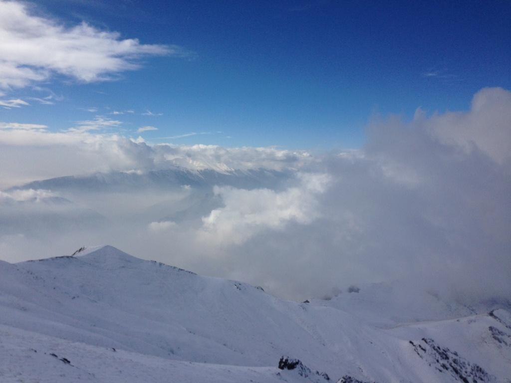 بر فراز قله آتشکوه و مناظر و ارتفاعات اطراف