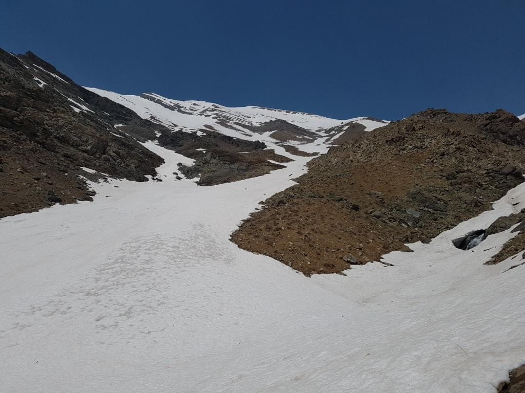 برفچال ابتدای یال قله پلنگچال