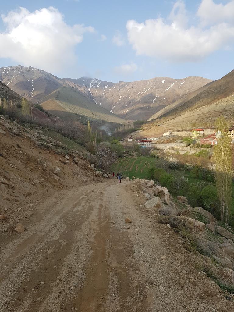 نمای قله فیل زمین از روستای لواسان بزرگ